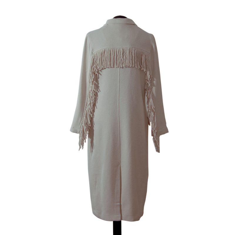 abrigo-blanco-roto-flecos-detras-soria-novias