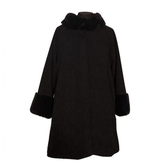 abrigo-capa-negro-punos-cuello-pelo-soria-novias