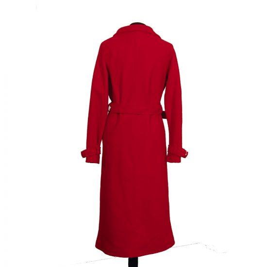 abrigo-rojo-pano-botones-detras-soria-novias