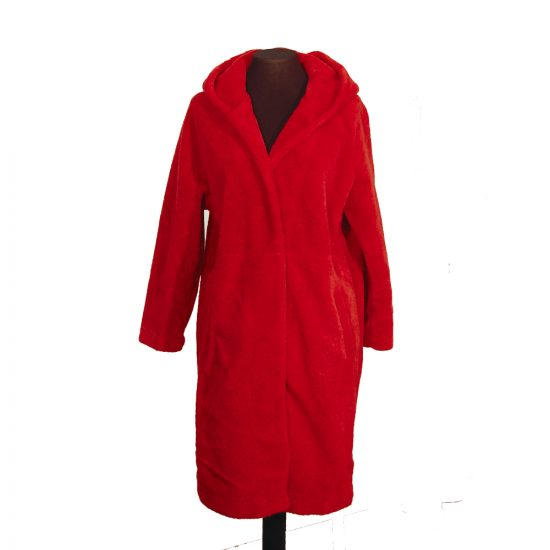 abrigo-rojo-vivo-sin-botones-8915-delante-soria-novias