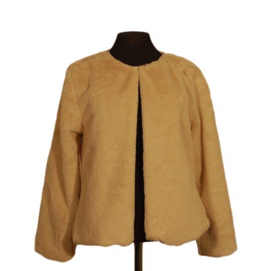 chaqueta-corta-pelo-beige-delante-3022-soria-novias