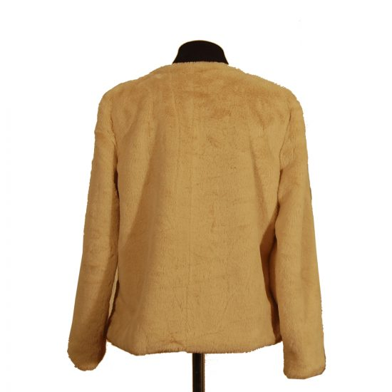 chaqueta-corta-pelo-beige-detras-3022-soria-novias