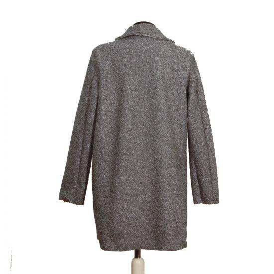 chaqueta-jaspeada-cubrecamisas-gris-detras-soria-novias