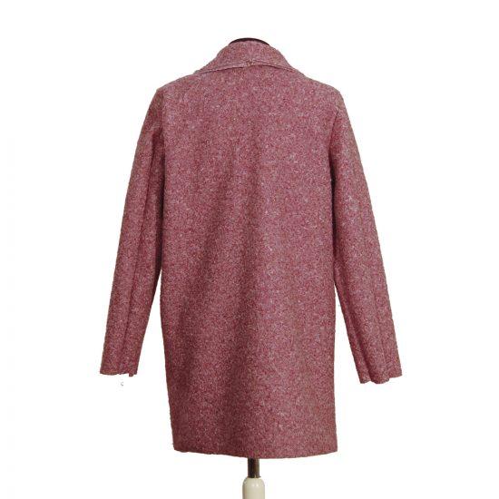 chaqueta-jaspeada-cubrecamisas-rosa-palo-detras-soria-novias