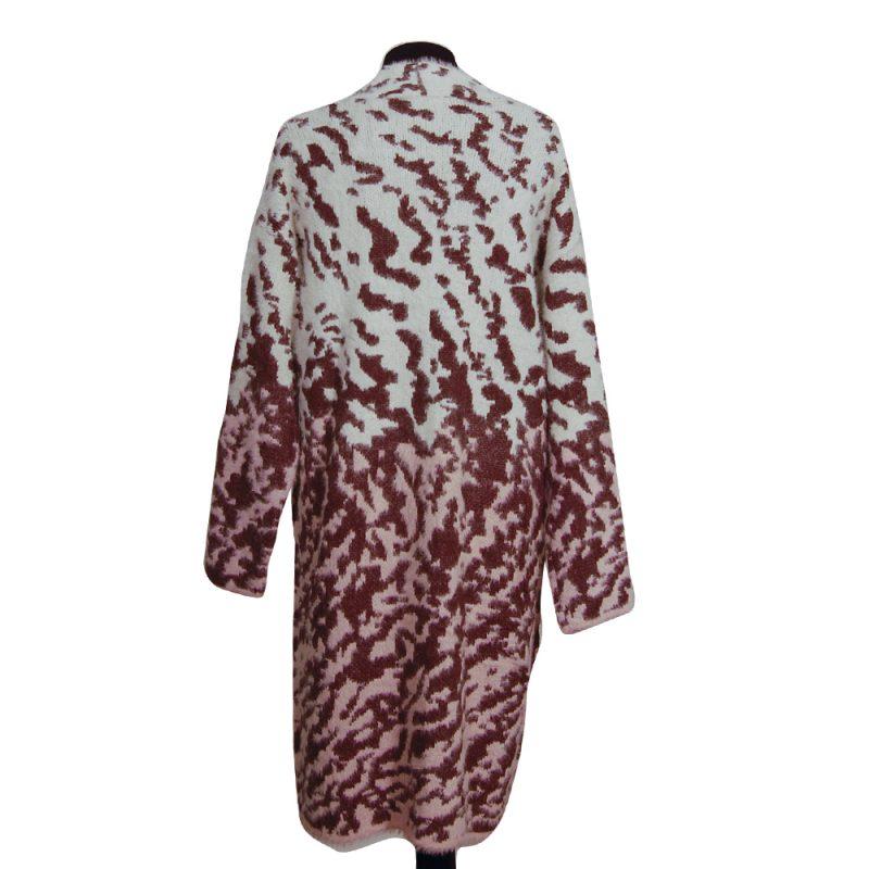 chaqueta-larga-estampado-pelo-detras-soria-novias