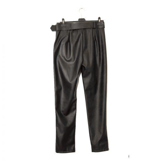 pantalon-negro-polipiel-pinzas-detras-soria-novias